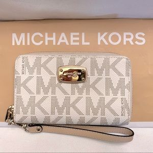 Michael Kors Jetset travel wallet